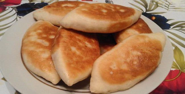 Рецепт теста для вкусных жаренных пирожков на кефире: секреты приготовления на сковороде
