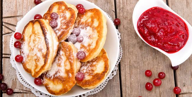 Как приготовить толстые, пышные оладьи на дрожжах и молоке: рецепт с фото