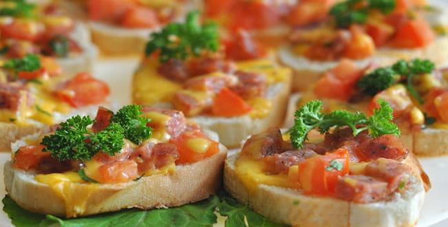 Вкусный горячий бутерброд в духовке — несколько рецептов с фото
