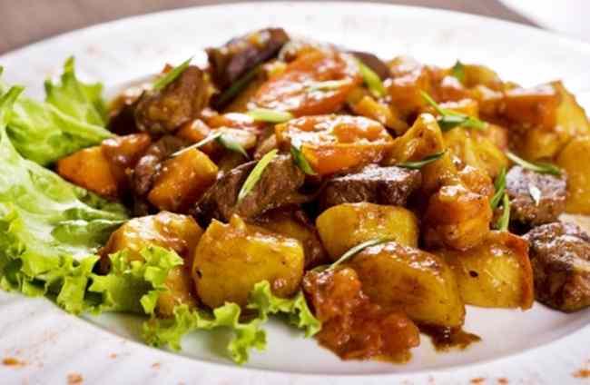 Готовим рагу из свинины с картошкой