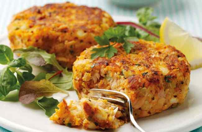 Как приготовить рыбные котлеты из консервов с картошкой и рисом