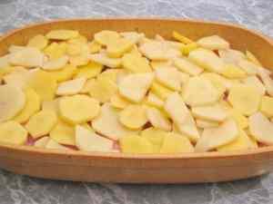 Картофель по-французски с сочным мясом в духовке