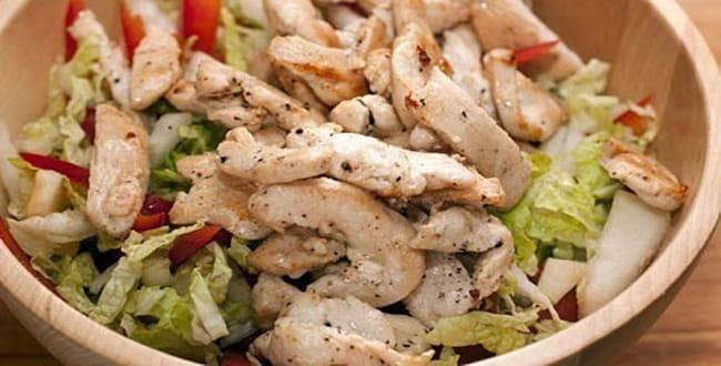 Салат с куриной грудкой 🥝 вкусные рецепты из отварной грудинки, курицы с сыром