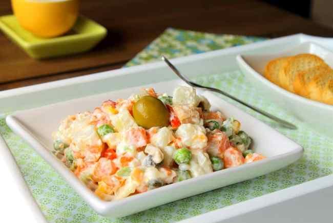 Салат столичный с курицей - простой рецепт