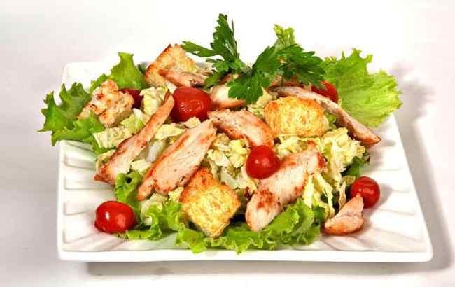 Салат цезарь с курицей простой рецепт с фото