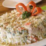Простой салат из печени трески пошагово