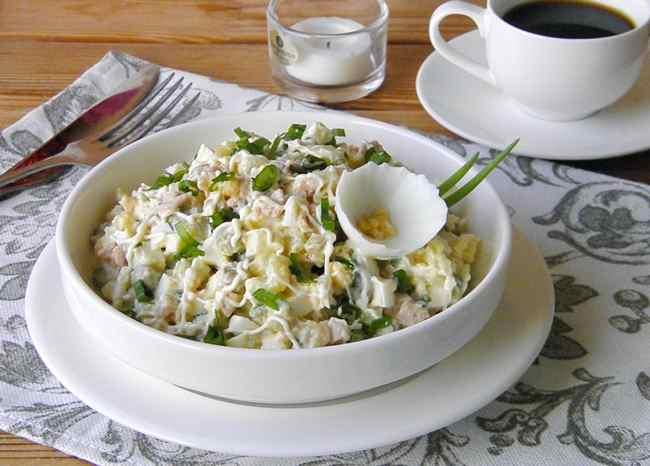 Салат из печени трески - классический рецепт