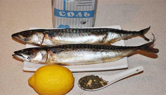 Учимся как запечь рыбу в фольге в духовке