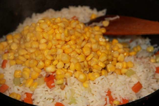 Приготовление риса с овощами на сковороде - рецепт с фото