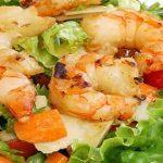 Готовим салат из морского коктейля - рецепт с фото