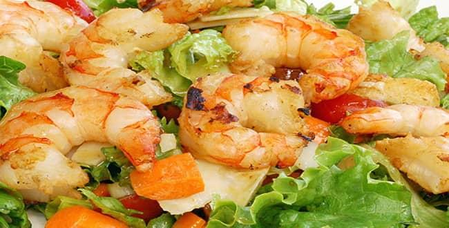 Вкусный салат с морским коктейлем — рецепт с фото