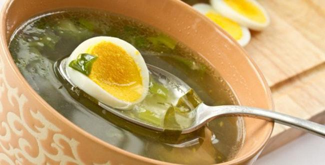 Зелёный борщ с щавелем и яйцом — простой рецепт с фото