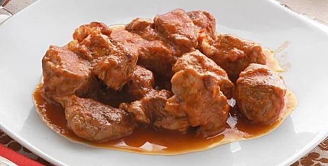 Гуляш из свинины с подливкой — рецепт с фото пошагово