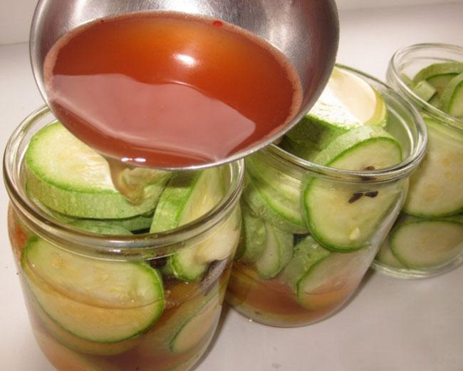 Готовим маринад и кетчуп чили для кабачков