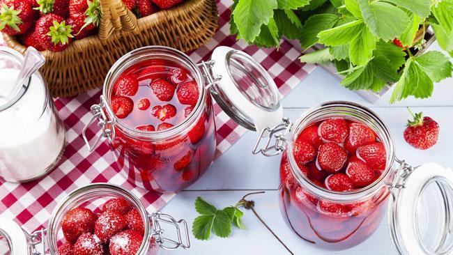 Как готовить клубнику в собственном соку