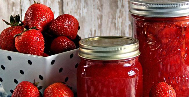 Протертая с сахаром клубника поможет сохранить все витамины и аромат