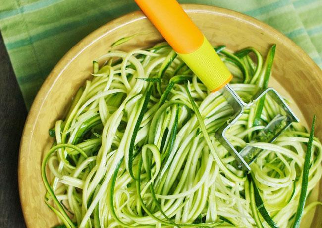 Какие ингредиенты выбрать для салата из кабачков