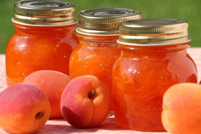 е стоит брать большие емкости - абрикосовое варенье лучше съедать быстро
