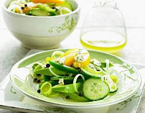 Как хранить и употреблять салат из огурцов Пальчики оближешь