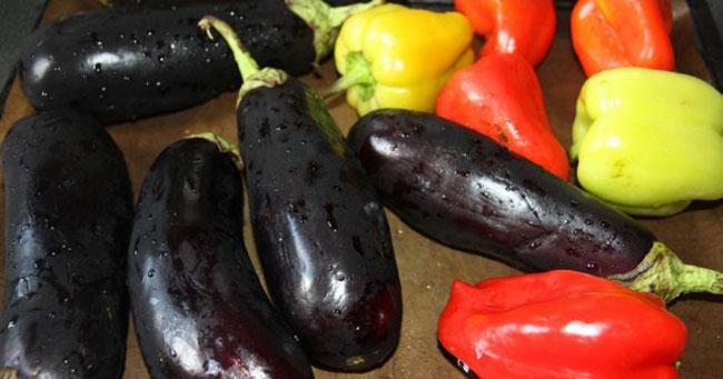 Выбираем ингредиенты для салата из баклажан на зиму