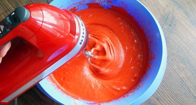 Делаем тесто смешивая все ингредиенты