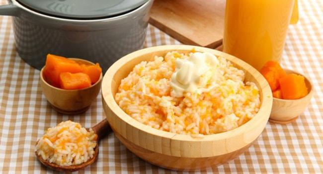 Так выглядит готова рисовая каша с тыквой в мультиварке