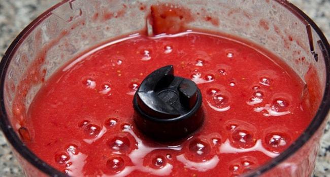 Делаем ягодный крем для торта Черепаха