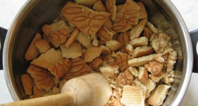 Ломаем печенье на кусочки