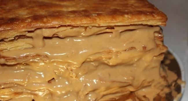 Смазиваем коржи для торта кремом