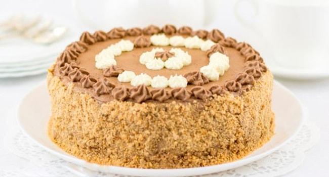 Так выглядит украшенный Киевский торт