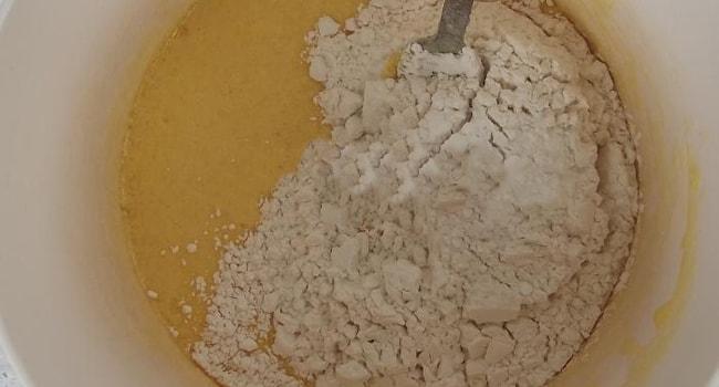 Приготовление бисквитного теста для Бананового торта