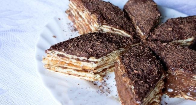 Торт Микадо нарезан кусочками