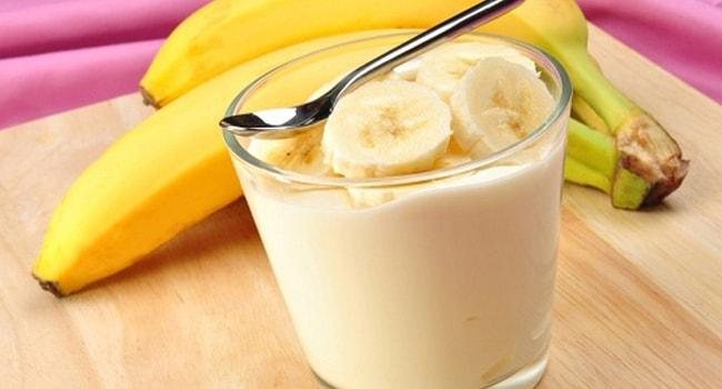 Желатиновый крем со сметаной и бананом
