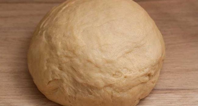 Так выглядит готовое тесто для рыбного пирога