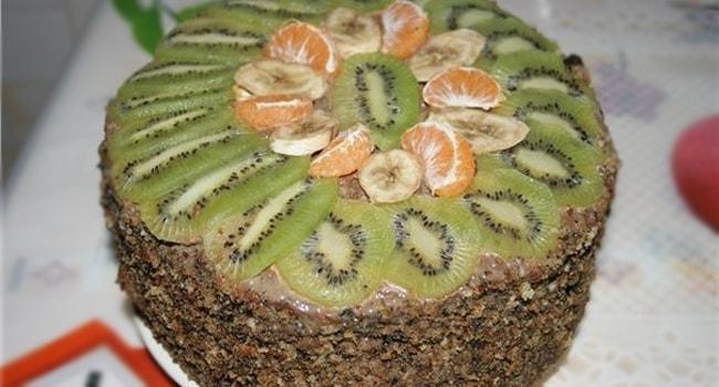 Украшенный фруктами Королевский классический торт