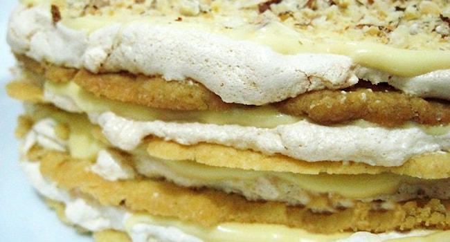 Королевский торт с безе и орехами