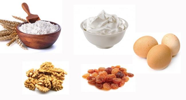Мука, сметана, яйца, орехи и изюм