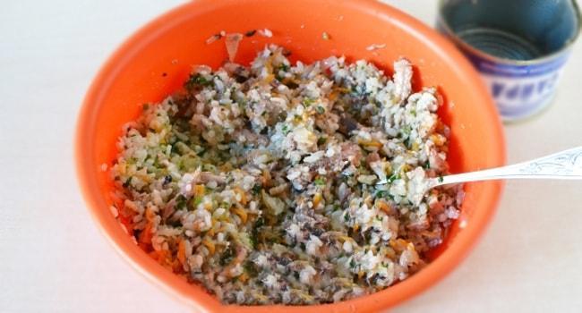 Начинка для пирога с консервированной рыбой и рисом
