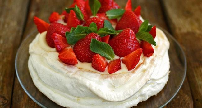 Так выглядит торт безе Павлова рецепт с фото