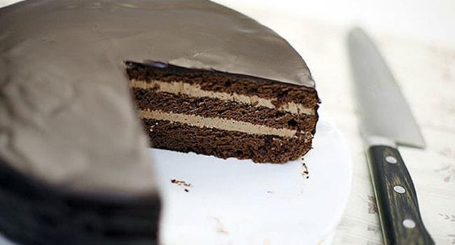 Вот так выглядит готовый торт Прага приготовленный по ГОСТу