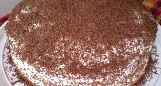 Украшаем шоколадной крошкой торт Мишка на севере