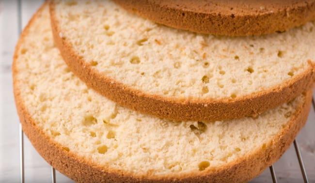 Как приготовить бисквитные коржи со сметанным кремом