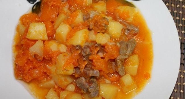 Очень вкусный тушеный картофель с тыквой и мясом