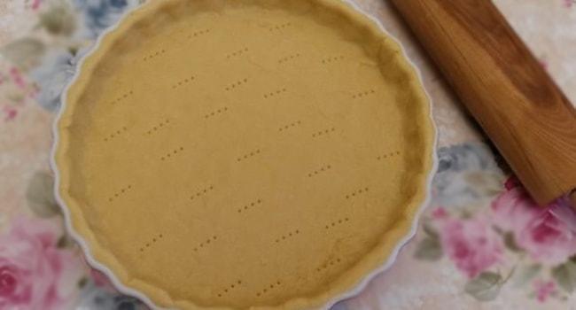 Тесто для Тыквенного торта выкладываем в форму