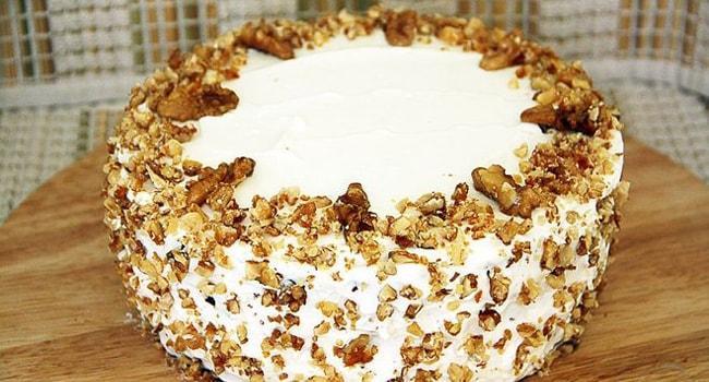 Украшаем орехами тыквенный торт с апельсином