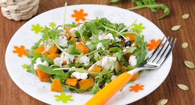 Так выглядт салат из тыквы и рукколы