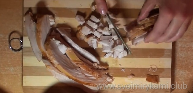 Пошаговое приготовление салата с копченой курицей и фасолью