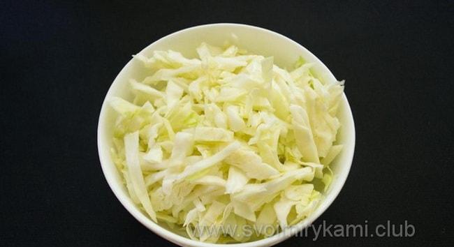 Готовим начинку с капусты для Заливного пирога с мясом и капустой