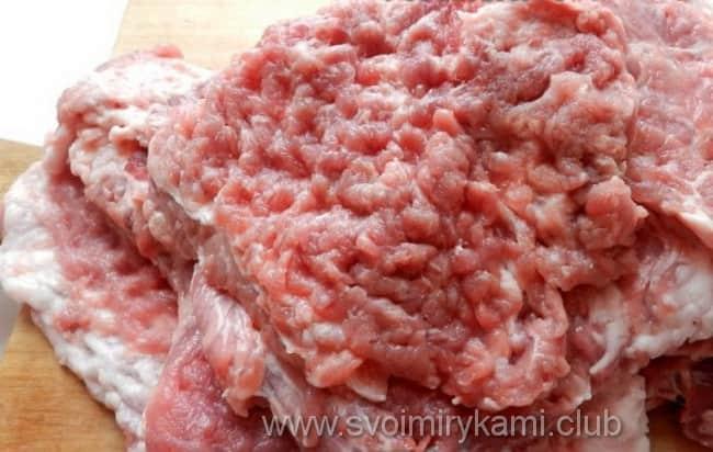 Отбиваем отбивные из свинины на сковороде