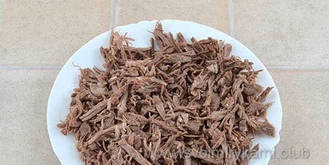 В салат мужские грезы говядину режем соломкой